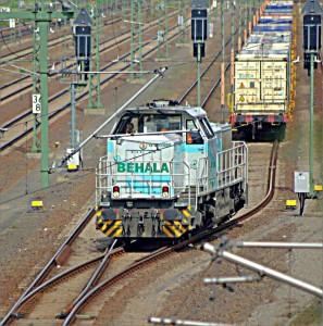 Die Rangierlok der BEHALA hat gerade einen Containerzug aus dem Westhafen in den Gbf Moabit gebracht