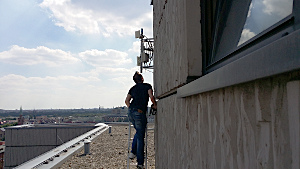 WLAN-Antennenanlage auf dem GSZM Hochhausdach, Foto: Thomas Osterried (IN-Berlin)