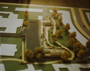 """Offizielles Modell der geplanten Bebauung: """"Haus des älteren Bürgers"""" im Essener Park (Anklicken vergrößert)"""